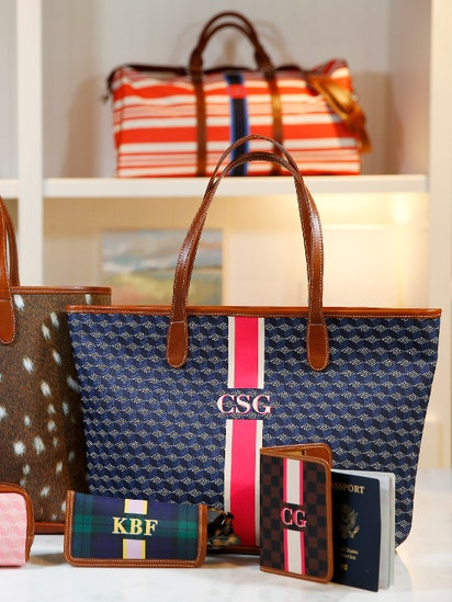 ea5a10099771 Tiny Dallas retailer hopes a handbag you have a hand in can compete with  Coach, Kate Spade