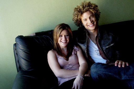 <i>A</i><i>merican Idol </i>winner Kelly Clarkson and co-star Justin Guarini in 2003.(Allison V. Smith/Staff Photographer)