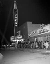 The Forest Theater originally opened in 1949 but closed after several years. In 1956, it reopened, catering to an African-American clientele. The Jim Beck Recording Studio is visible to the right of the theater.(From the collection of the Texas/Dallas History and Archives Division, Dallas Public Library)