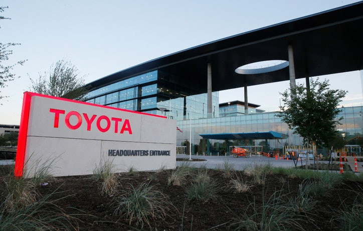Moving day toyota 39 s transition starts as employees check for Toyota motor north america