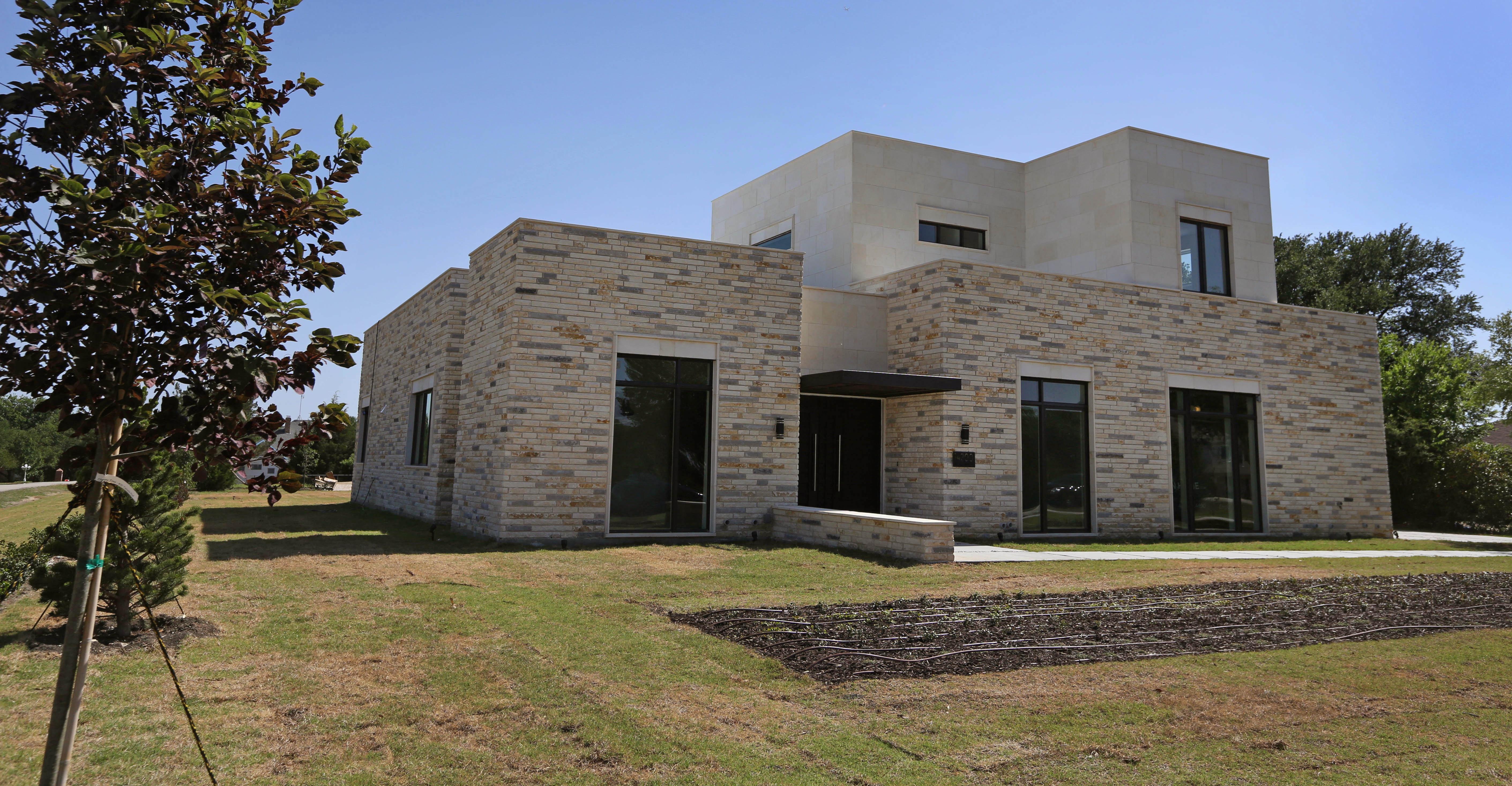 Ut Grad Creates Texas Modern House Design That Doesn T Need Paint Shingles Or Electricity Real Estate Dallas News