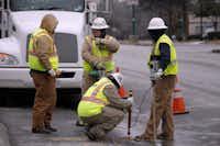 Atmos Energy crews investigate a gas leak on Jefferson Boulevard near South Polk Street in Oak Cliff on Feb. 11, 2014.(Kye R. Lee/Staff Photographer)