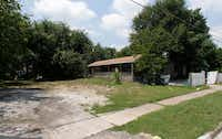 <p>Vacant houses and scraped lots owned by HMK can now be found in West Dallas. HMK sold some homes for $65,000, but other tenants found new rentals.</p>(David Woo/Staff Photographer)