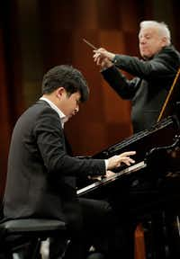 Pianist Yekwon Sunwoo's performance with conductor Leonard Slatkin and the Fort Worth Symphony Orchestra in the final round of the Van Cliburn International Piano Competition Friday earned a roaring ovation at the end. (Ralph Lauer/Van Cliburn Foundation)