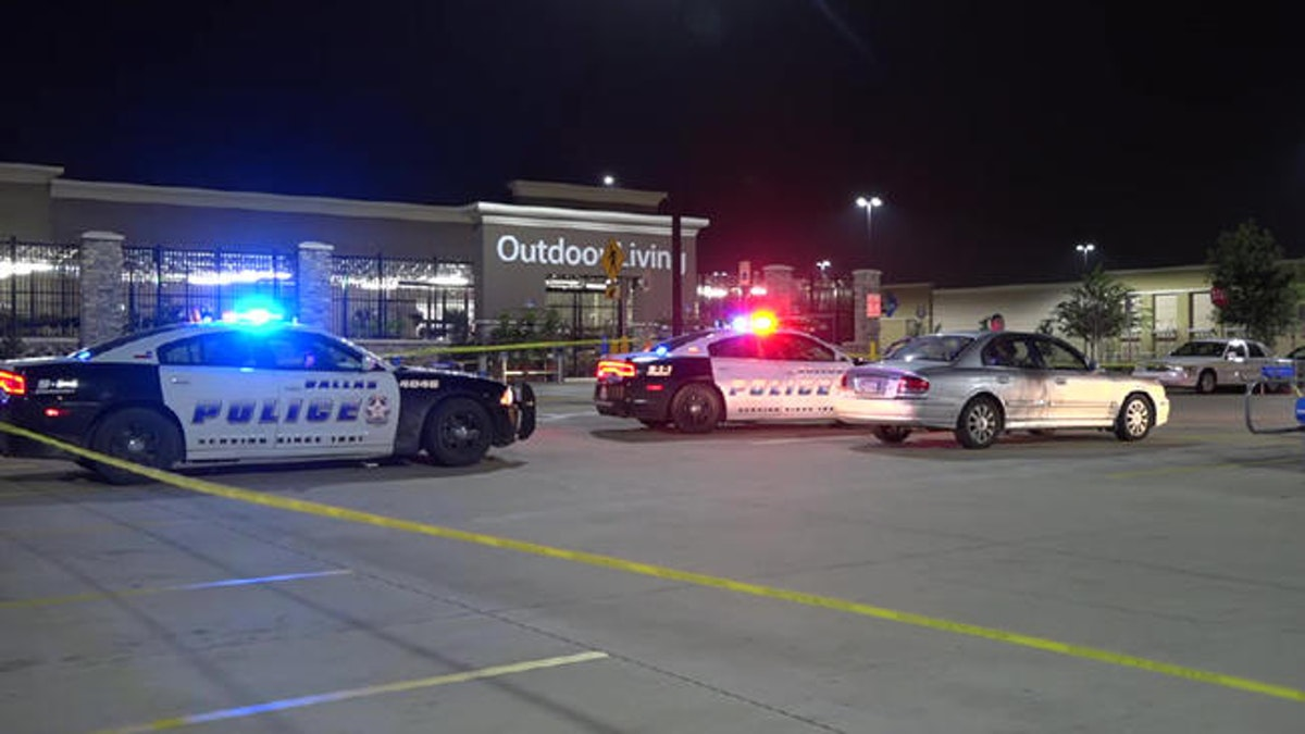 1 man killed, 1 wounded in shooting outside Wal-Mart in ...