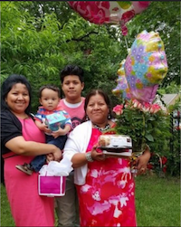 Melinda Mireles-Ibara (right) and her family.(Luis Contreras)