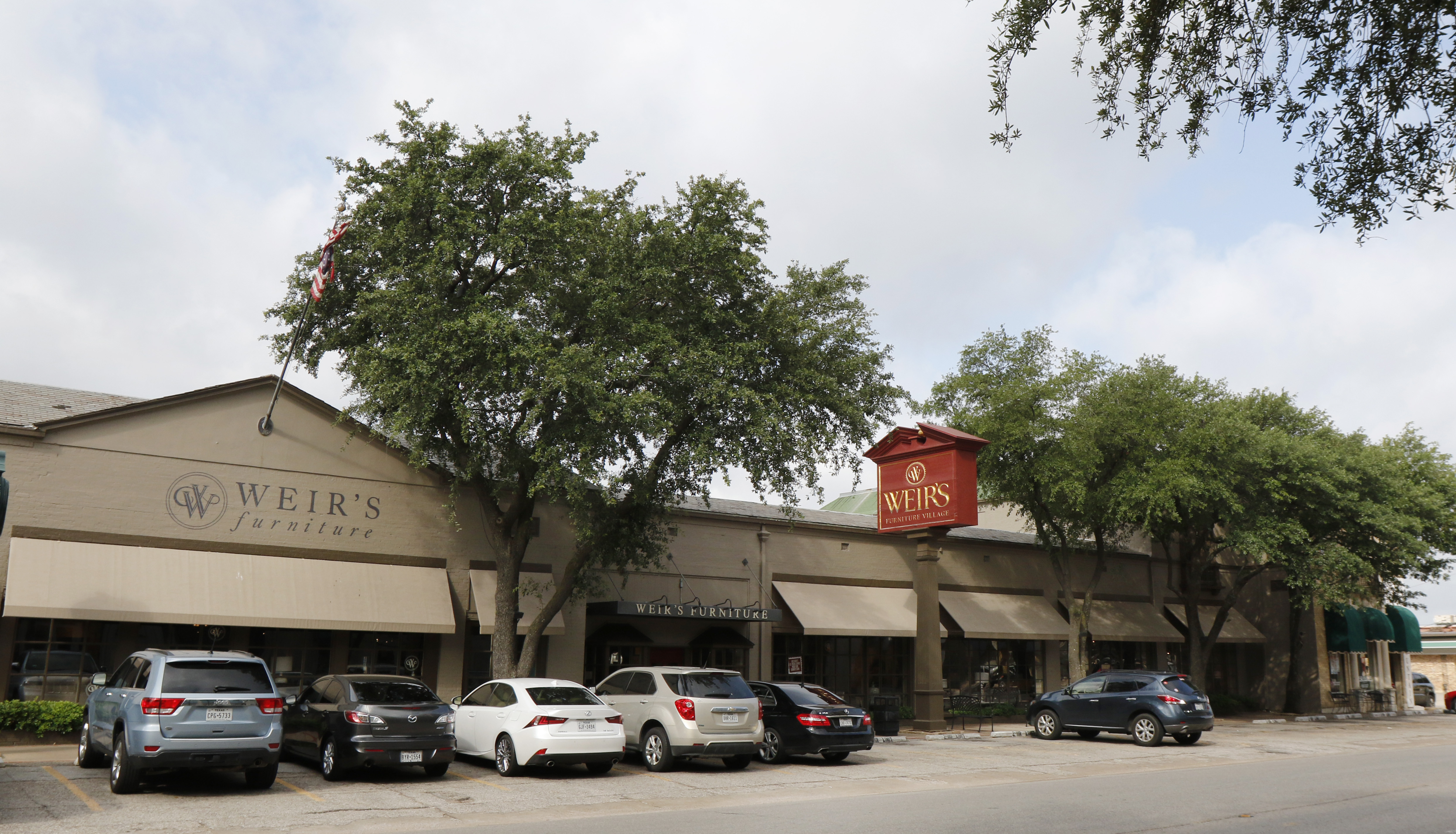 Weir s Furniture looks to spruce up its longtime home on Dallas