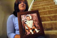 Petti Coats holds a photo of her slain daughter, Chelsea McClellan. Genene Jones was convicted in the death of 15-month-old Chelsea, who was given a fatal dose of muscle relaxers in 1981.(2005 File Photo/Houston Chronicle)