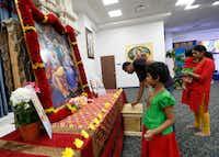 Alagusundar Thirunavukkarasu (left) and his wife Meyyammai Radhakrishnan (right), two daughters Muthu Thirunavukkarasu, 6, and Swarna Thirunavukkarasu, 1, pray at Radha Krishna Temple of Dallas in Allen. (Jae S. Lee/The Dallas Morning News)(Jae S. Lee/Staff Photographer)