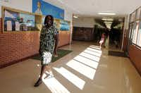 Principal Andrea Nelson walks the halls of Carver elementary Thursday, May 25, 2017. A veteran educator, Nelson came to the West Dallas school in January 2015 after her predecessor abruptly left after only a few months there.(David Woo/Staff Photographer)