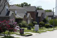 Homes in the Thornton Heights neighborhood on Cliff Heights Circle in Dallas.(Nathan Hunsinger/Staff Photographer)