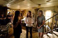 Brie Larson and Jeannette Walls on the set of <i>The Glass Castle</i>.(John Golden Britt/Lionsgate)