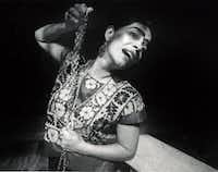 Cora Cardona portrayed Frida Kahlo in <i>The Diary of Frida</i>, presented by Teatro Dallas and the Dallas Museum of Art, in 1988.(File Photo/Staff)