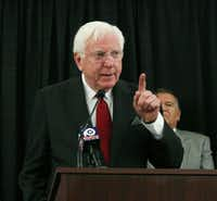 In this Nov. 10, 2016 photo, former Texas Gov. Mark White points to an audience of Baylor University alumni who gathered for a press conference demanding reform concerning the ongoing campus-wide sexual assault scandal, in Waco, Texas. White, a Democrat who championed public education reforms, has died. He was 77. His wife, Linda, said White died Saturday, Aug. 5, 2017. White served as governor from 1983 until 1987.(Rod Aydelotte/AP)
