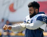 Dallas Cowboys running back Ezekiel Elliott wraps his hand before the start of practice at training camp in Oxnard on July 27. (Vernon Bryant/Staff Photographer)