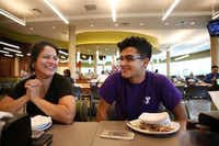 Erik Jimenez  eats lunch with his mom Monica Jimenez during freshman move-in day.(Rose Baca/Staff Photographer)