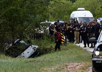 The van containing the bodies of six members of the Saldivar family is towed to the road. The van was swept away by waters from Greens Bayou as the family fled Hurricane Harvey.(Mark Ralston/Agence France-Presse)