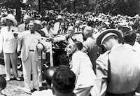 President Franklin D. Roosevelt seated in an automobile as he pulls a ribbon to unveil the statue of Robert E. Lee at Lee Park in Dallas, Texas, on June 12, 1936.(Dallas History & Archives Division/Dallas Public Library)