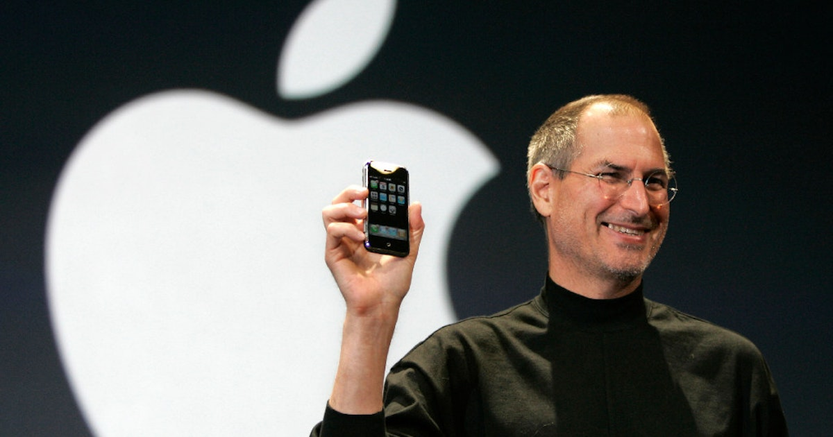steve jobs and apple stores significance in the success of apple In 1976, steve jobs and steve wozniak created the first apple, inc (nasdaq: aapl) computer, the apple i just as importantly, their company had received seed capital from early investors the next year, they were ready to unveil their newest creation, the apple ii, their first mass-produced computer.
