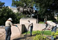 Dallas Parks department workers pack up after removing graffiti from the Robert E. Lee statue in Lee Park on Aug. 19, 2017. One of the workers said the word Nazi had been painted on the monument. (Michael Hamtil/Staff Photographer)