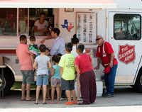 Food for Good director Matt Smith (center) hands out sandwich boxes donated by PepsiCo as part of Hurricane Harvey relief efforts. PepsiCo committed one million meals to hurricane ravaged Southeast Texas. At right is Robert L. Groves with the Salvation Army.(Beatriz Terrazas/Courtesy)