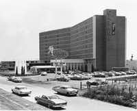 The Cabana Motor Hotel as it looked during its swinging heyday along Stemmons Freeway(From the collection of the Texas/Dallas History and Archives Division)