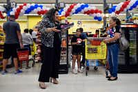 Poet and actress Priscilla Rice, 43, of Dallas reads her poetry to families waiting to pay for groceries inside El Rancho supermarket in Pleasant Grove on Aug. 26, 2017.(Ben Torres/Special Contributor)