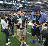 Pete Lane visits the sidelines at AT&T Stadium.(Louis DeLuca/Staff Photographer)