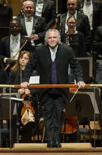 Conductor Donald Runnicles takes a bow before conducting the Dallas Symphony Orchestra on Jan. 14, 2016.  (Ashley Landis/Staff Photographer)