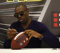 Terrell Owens signed a fan's football during a 2016 event at the Irving Convention Center.(Rose Baca/Staff Photographer)