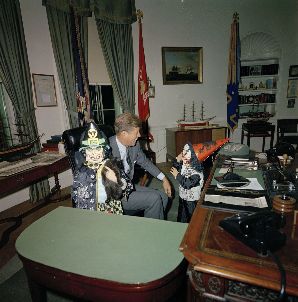 Flashback Jfk S Children Modeled Costumes In The Oval Office From Archives Dallas News