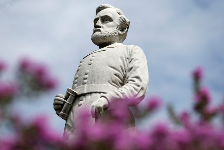 After rush to remove Lee statue, Dallas slows vote on Confederate task force proposals