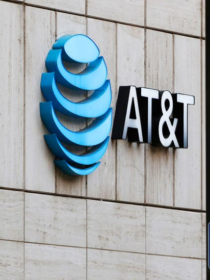 Why Atts Stock Went Up When Its Time Warner Deal Got In Trouble