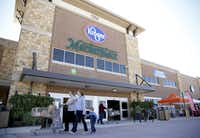 Shoppers attend the March 2016 grand opening of a Kroger Marketplace in Prosper.(Rose Baca/2016 File Photo)