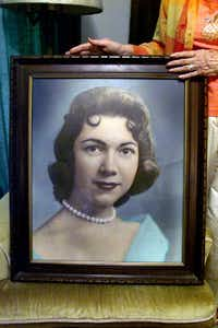 "<p><span style=""font-size: 1em; background-color: transparent;"">Herlinda de la Vina displayed a picture of her niece, Irene Garza, in this 2003 photo. Garza, 25, was found murdered in McAllen in 1960 after vanishing from Sacred Heart Catholic Church.</span></p>(DMN file photo)"