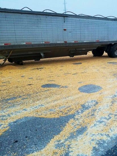 18-wheeler crash leaves corn scattered on Loop 820 in Fort Worth