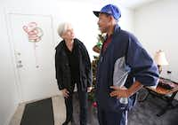 The Human Impact advocate Jennifer Jorns visits Willie Hodge in his Dallas apartment.(Louis DeLuca/Staff Photographer)