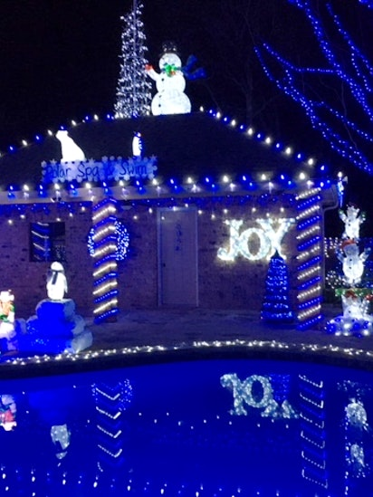 cedar hill familys 100000 light blue christmas display wins 50000 prize - Blue Christmas Decorations