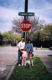 Pamela Gwyn Kripke poses with her then-husband, Bob, and family along Lovers Lane for a 2001 story in The Dallas Morning News (Courtesy Pamela Gwyn Kripke )