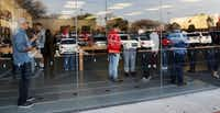 Shoppers at the Apple store at University Park Village in Fort Worth on Jan. 4, 2018.(David Woo/Staff Photographer)