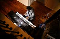 Johnnie Lindsey plays the keyboard at his home in Dallas.(Rose Baca/Staff Photographer)