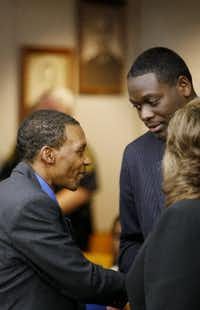 Johnnie Lindsey shook hands with then-Dallas County District Attorney Craig Watkins as Lindsey was released from prison after 26 years on a wrongful conviction. (File Photo/Staff)
