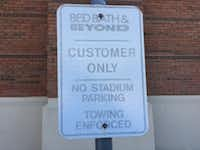 Similar signs are located throughout Lincoln Square shopping center in Arlington.(Maria Halkias/Staff)
