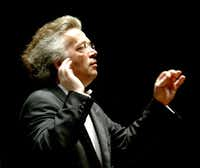 Principal guest conductor Claus Peter Flor directs the Dallas Symphony Orchestra in 2005.(Courtney Perry/(DMN file))