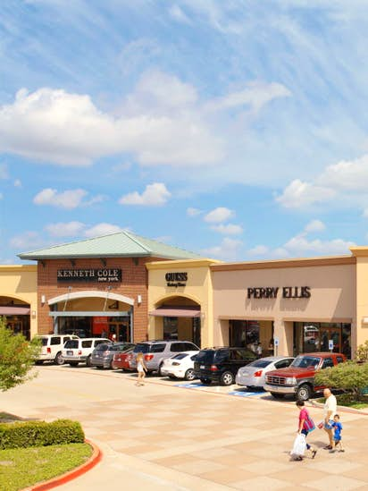 106d8ce575c85 Allen Premium Outlets to add H M and Armani in expansion