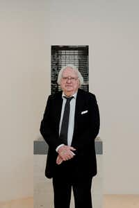 Richard Meier with a model for a residential tower in Manhattan, March 8, 2018.(GEORGE ETHEREDGE/The New York Times)