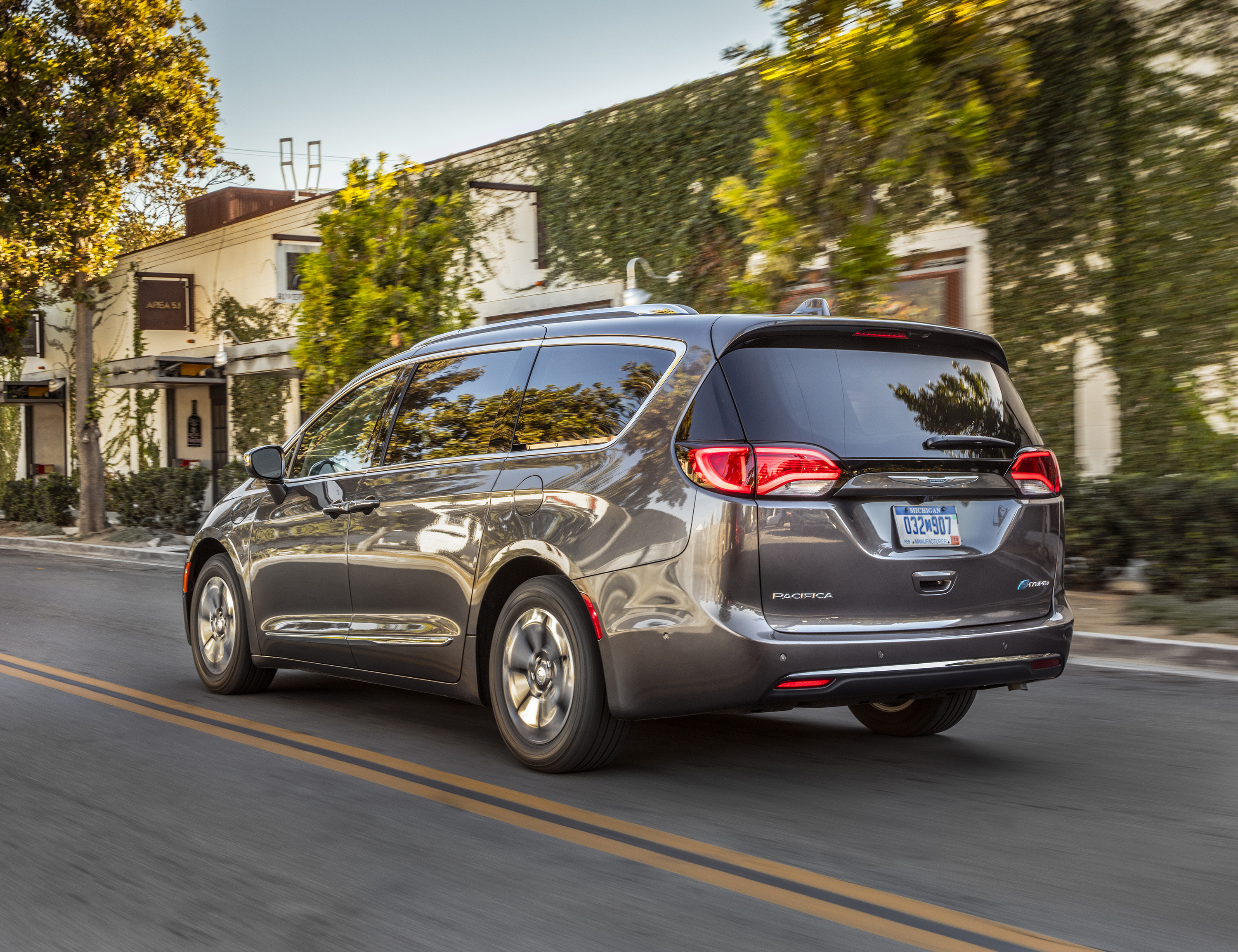 Chrysler Hits The Right Notes With First Hybrid Minivan