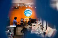 An AT&T store in New York, Oct. 27, 2016.(CHRISTIAN HANSEN/NYT)