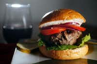 The perfect grass-fed beef burger(Vernon Bryant/Staff Photographer)