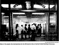 In this 1982 photo, people stand in line to get some last-minute questions answered at the IRS office.(David Woo/The Dallas Morning News)